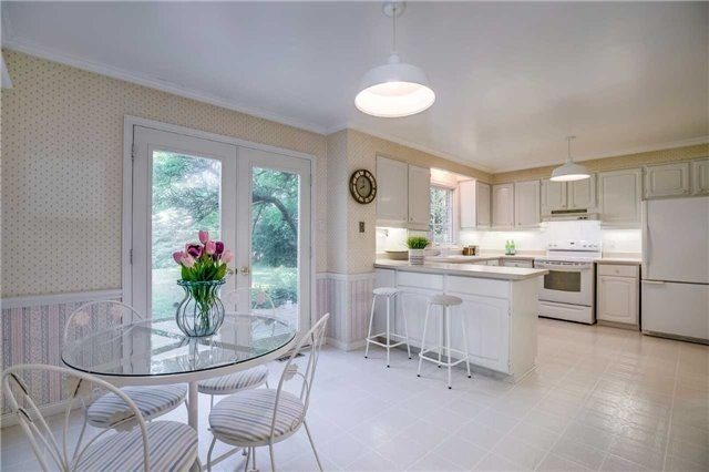 For Sale: 2165 Adair Crescent, Oakville, ON | 4 Bed, 3 Bath House for $1,729,000. See 19 photos!