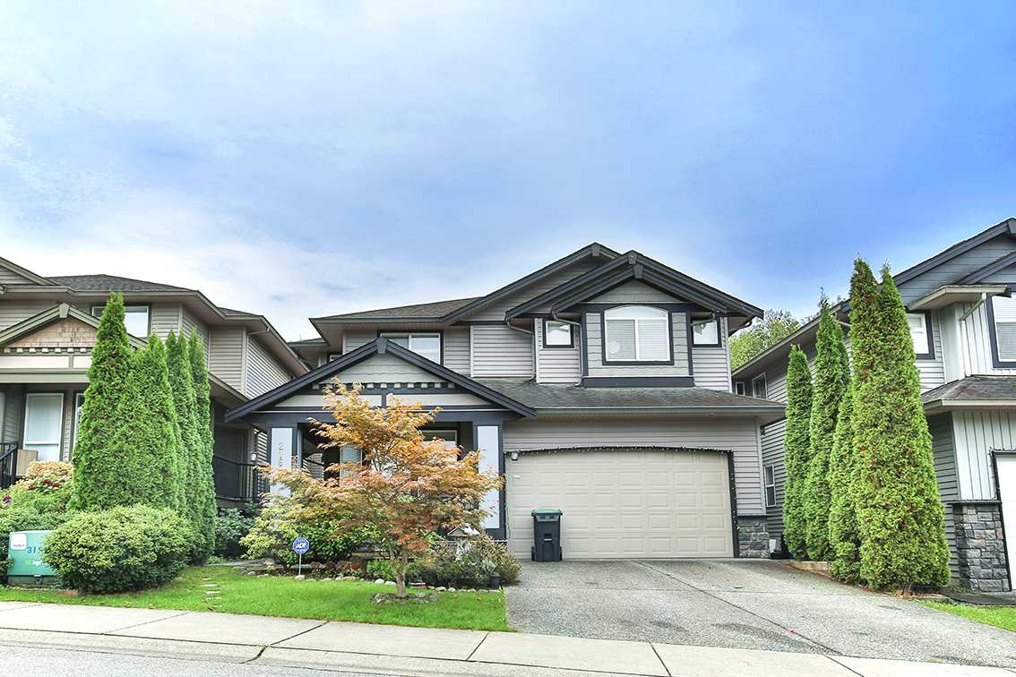 For Sale: 21690 89 Avenue, Langley, BC | 6 Bed, 4 Bath House for $1,250,000. See 19 photos!