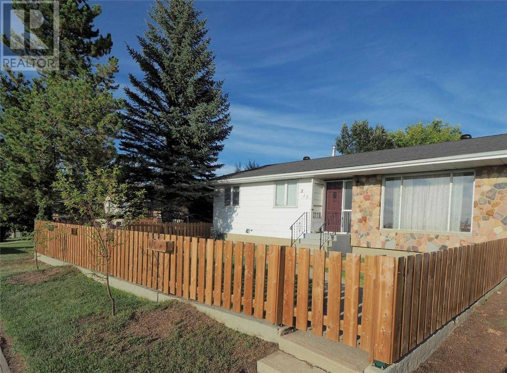 House for sale at 217 1 St Nw Linden Alberta - MLS: ca0177393