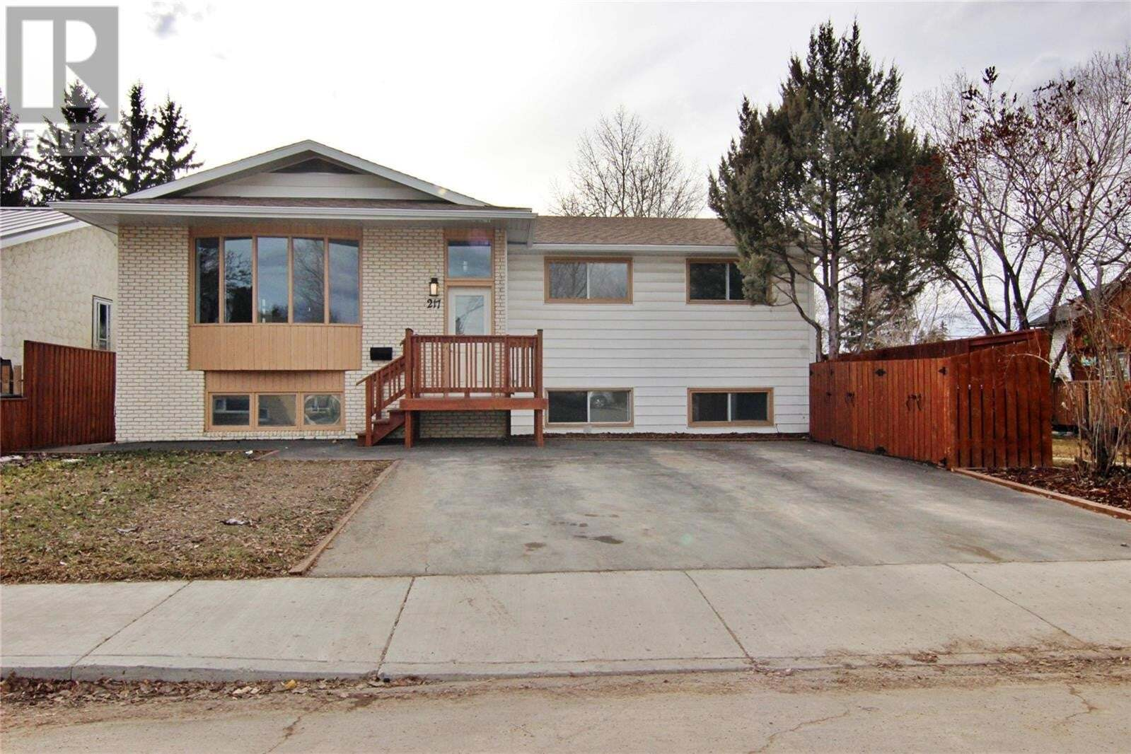 House for sale at 217 S Ave N Saskatoon Saskatchewan - MLS: SK825815