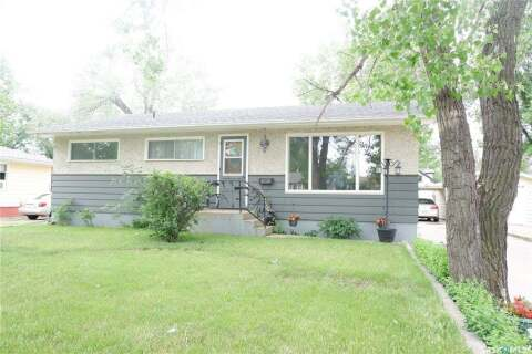 House for sale at 218 4th Ave E Gravelbourg Saskatchewan - MLS: SK813599