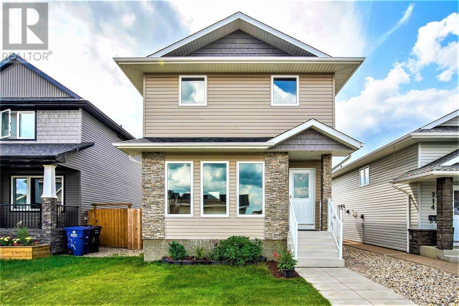House for sale at 218 Veltkamp Ln Saskatoon Saskatchewan - MLS: SK818098