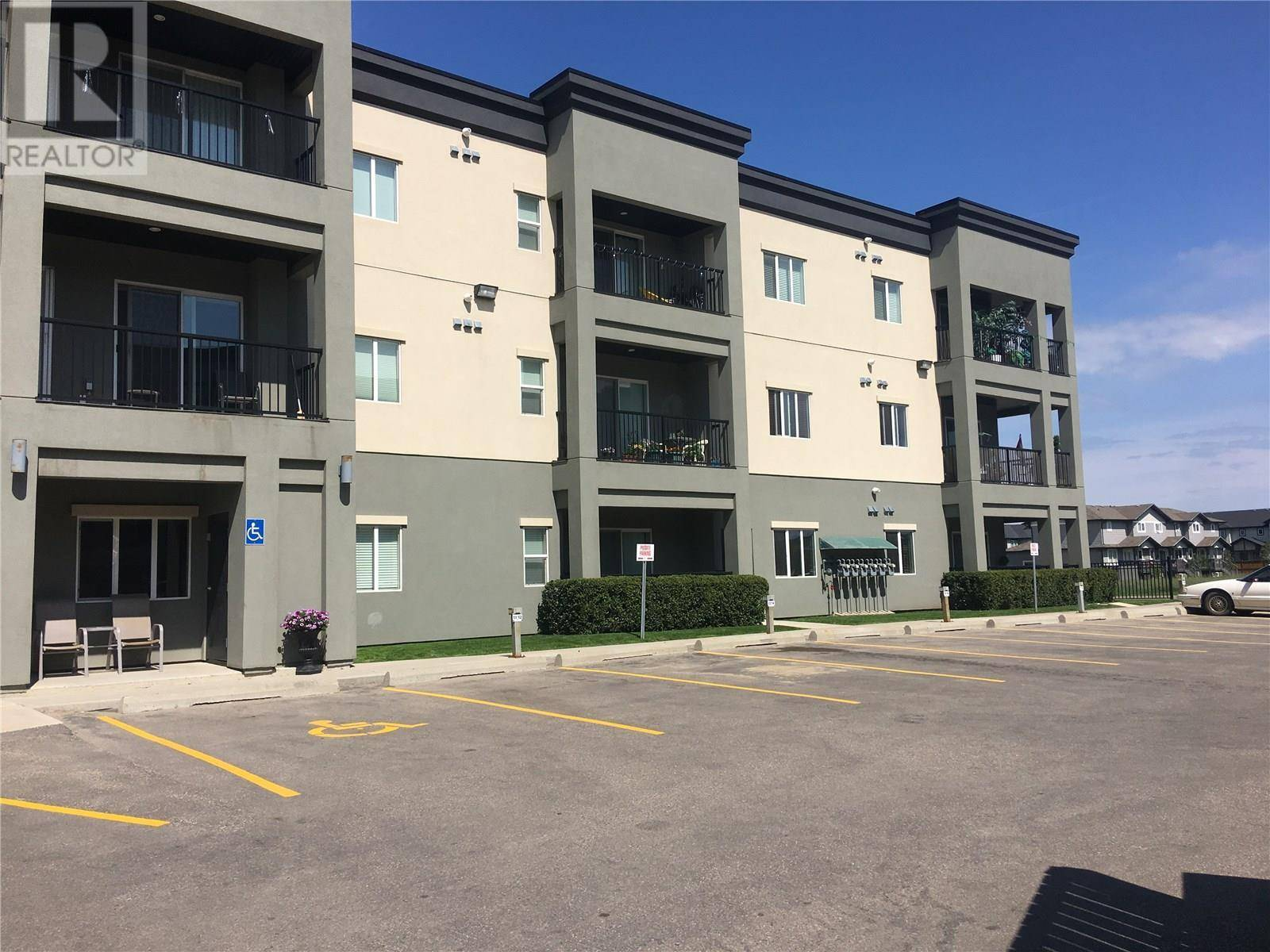 219 - 110 Hampton Circle, Saskatoon | Image 2