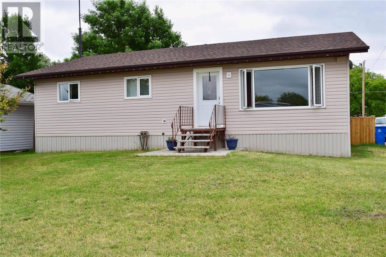 House for sale at 219 1st St W Carnduff Saskatchewan - MLS: SK777765