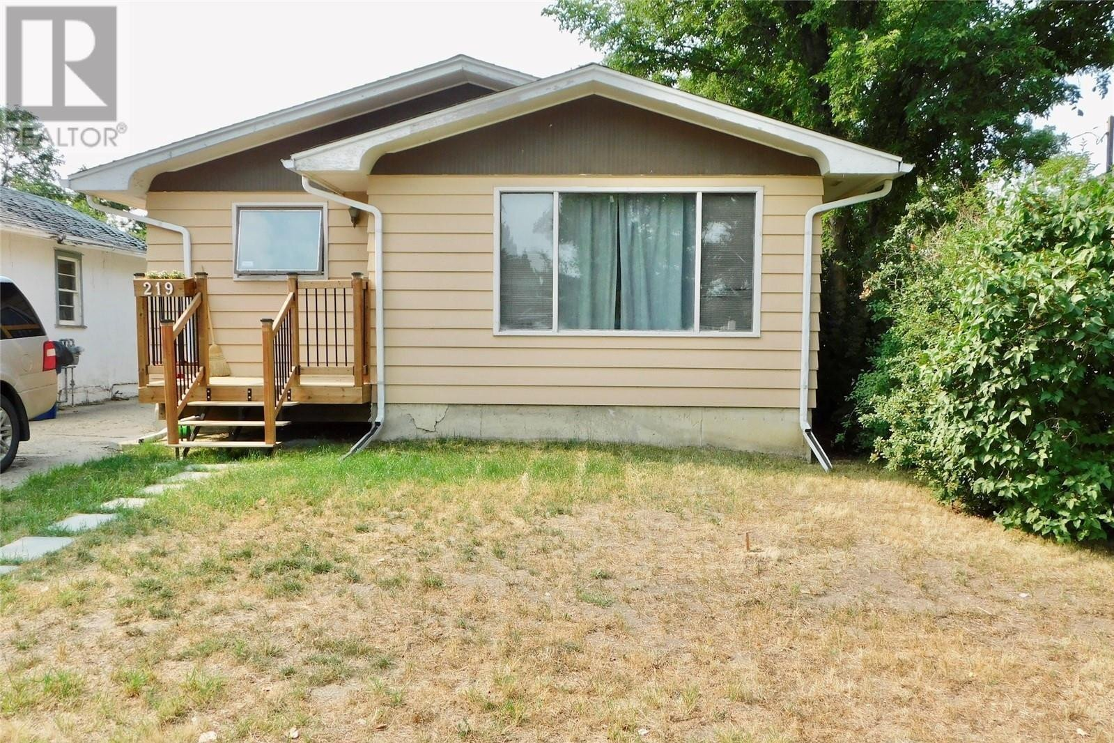 House for sale at 219 7th Ave W Assiniboia Saskatchewan - MLS: SK821434