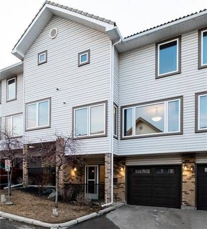 Townhouse for sale at 219 Coachway Ln Southwest Calgary Alberta - MLS: C4288742