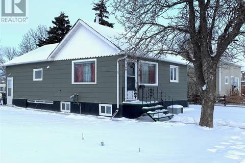 House for sale at 219 Government Rd SW Weyburn Saskatchewan - MLS: SK798428