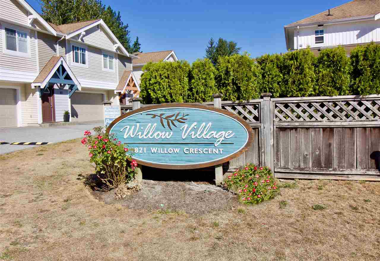 For Sale: 22 - 1821 Willow Crescent, Squamish, BC | 3 Bed, 2 Bath Townhouse for $585,000. See 14 photos!