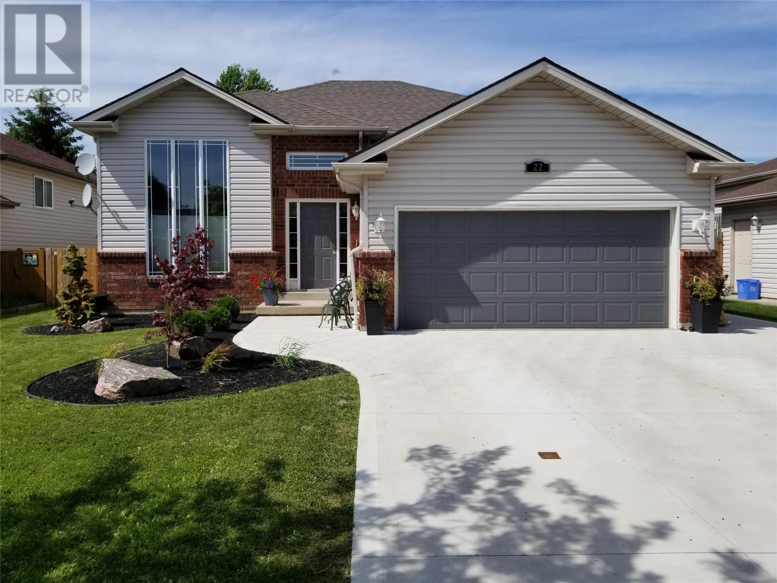 House For Sale At 22 Hart Amherstburg Ontario  Mls