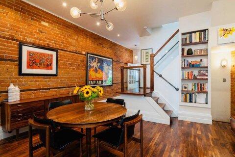 House for sale at 22 Lippincott St Toronto Ontario - MLS: C4992115