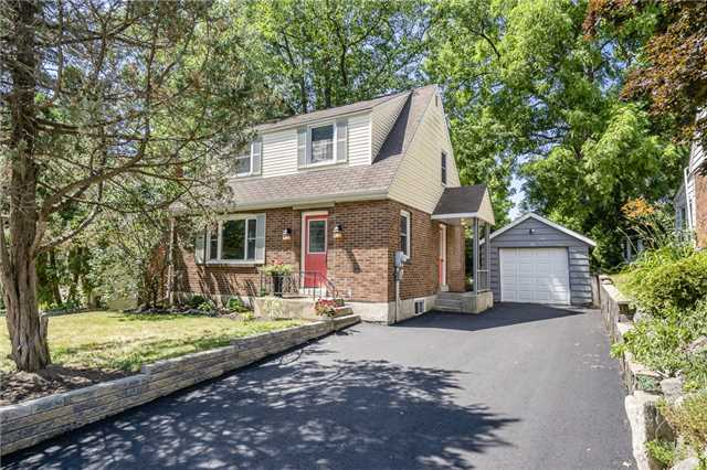 For Sale: 22 Lount Street, Barrie, ON | 3 Bed, 3 Bath House for $549,900. See 11 photos!