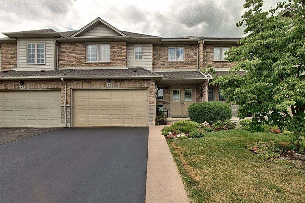 Townhouse for sale at 22 Southbrook Dr Binbrook Ontario - MLS: H4084281