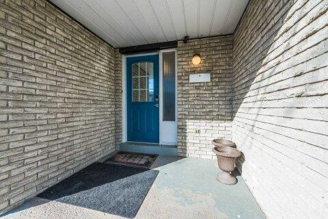 House for sale at 22 Wallis Cres Toronto Ontario - MLS: W4985669