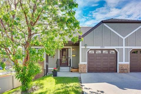 Townhouse for sale at 220 Coach Side Rd Southwest Calgary Alberta - MLS: C4254357