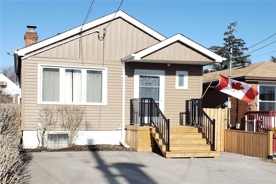 House for sale at 220 23rd St East Hamilton Ontario - MLS: H4075381