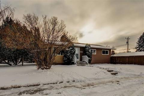 Home for rent at 2201 39 St Southeast Calgary Alberta - MLS: C4291822