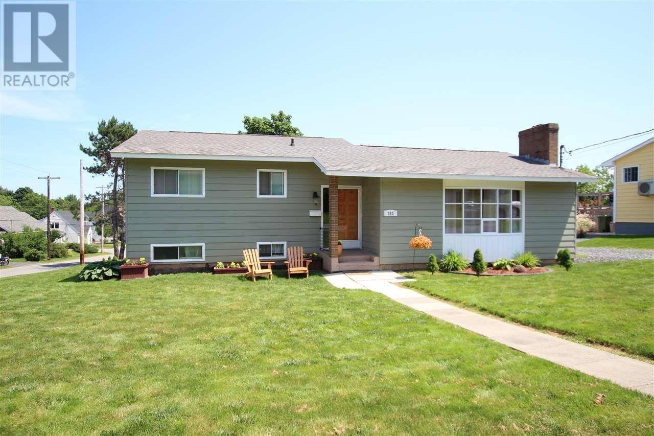 House for sale at 221 Cedar St New Glasgow Nova Scotia - MLS: 202001606