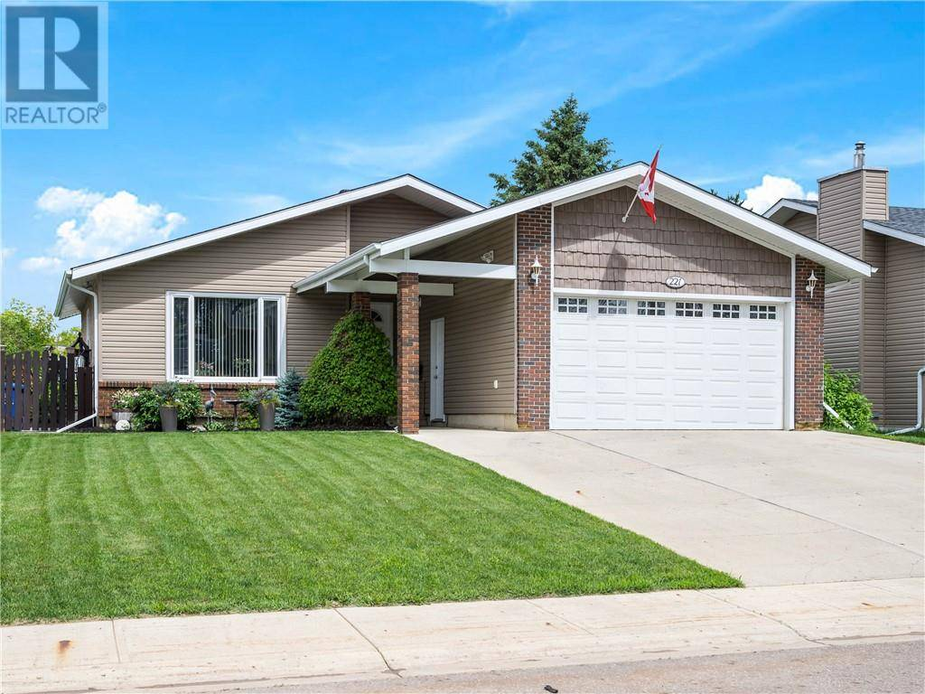 House for sale at 221 Ermine Cres Fort Mcmurray Alberta - MLS: fm0170986