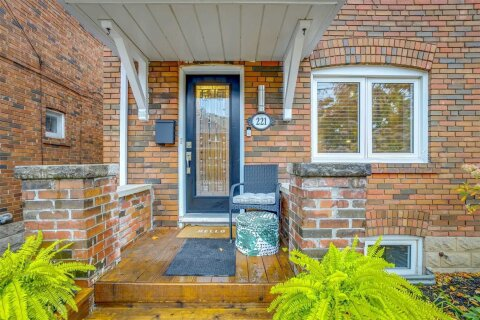 Townhouse for sale at 221 Fairlawn Ave Toronto Ontario - MLS: C4970345