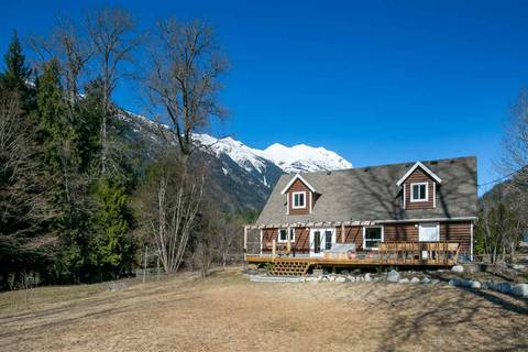 House for sale at 2211 Poole Creek Rd Pemberton British Columbia - MLS: R2447662