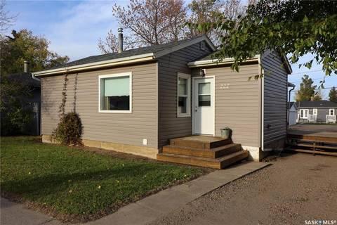 House for sale at 222 Alberta Ave Kerrobert Saskatchewan - MLS: SK789073