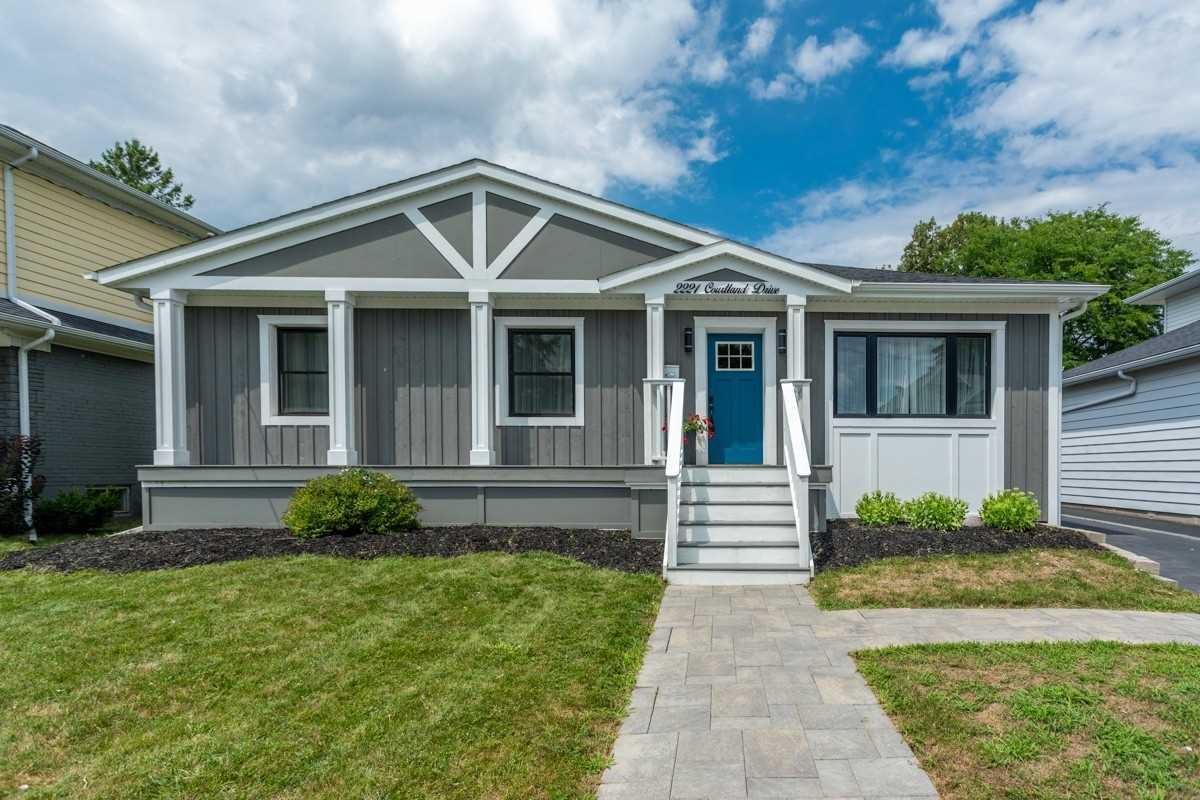 For Sale: 2221 Courtland Drive, Burlington, ON | 3 Bed, 3 Bath House for $999000.00. See 23 photos!