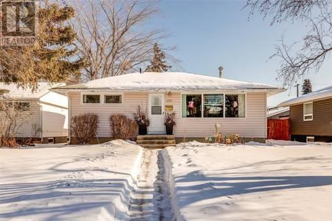 House for sale at 2225 Lansdowne Ave Saskatoon Saskatchewan - MLS: SK799241