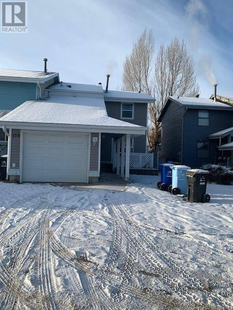Townhouse for sale at 223 Athabasca Ave Fort Mcmurray Alberta - MLS: fm0184932