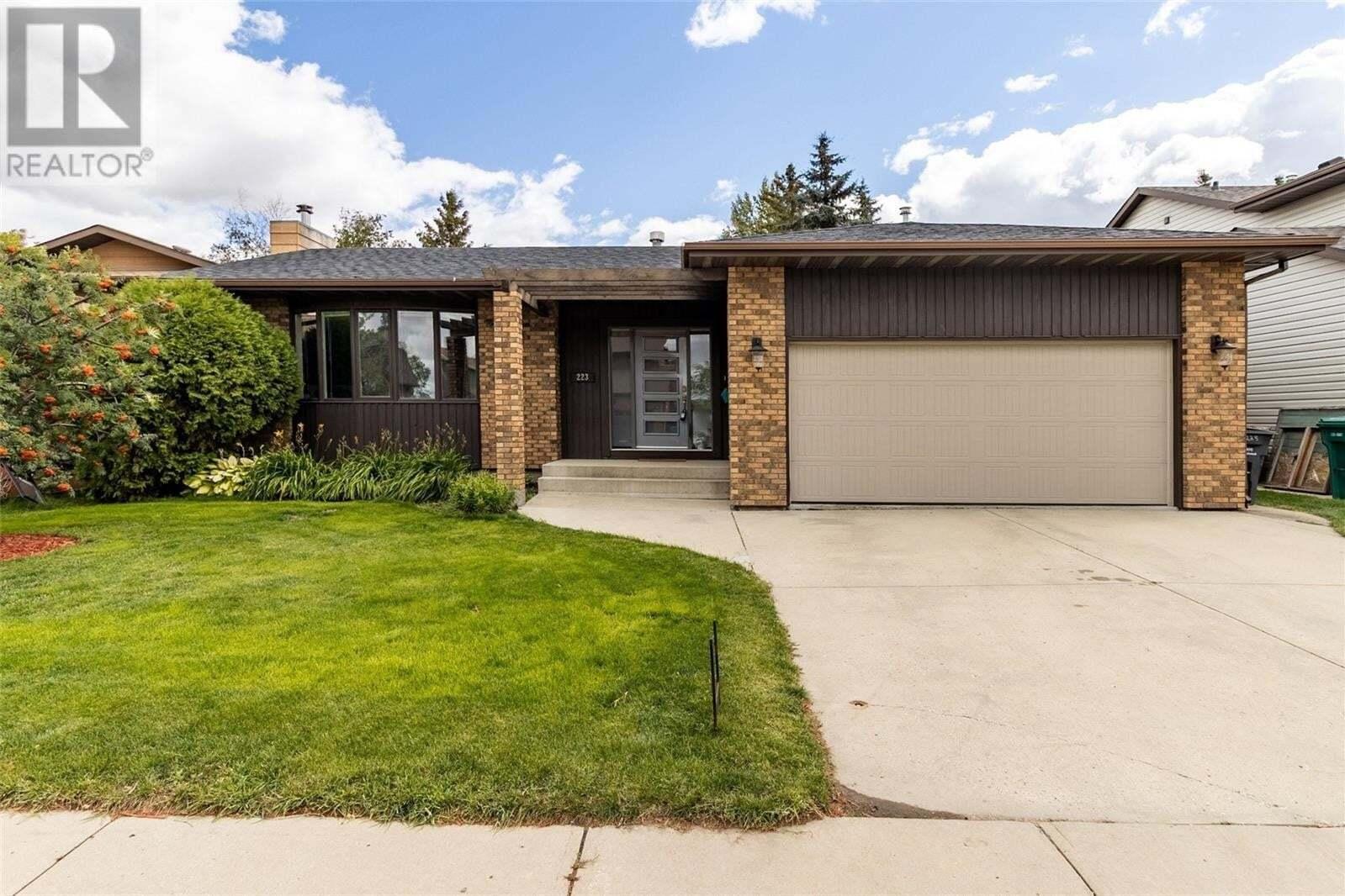 House for sale at 223 Whitewood Rd Saskatoon Saskatchewan - MLS: SK825890