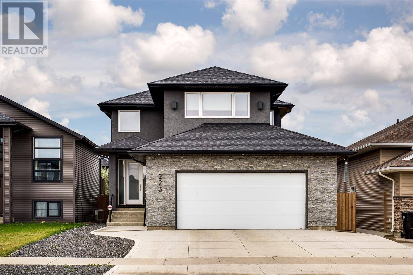 House for sale at 223 Zary Rd Saskatoon Saskatchewan - MLS: SK792897