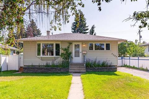 House for sale at 2235 Crestwood Rd Southeast Calgary Alberta - MLS: C4262705