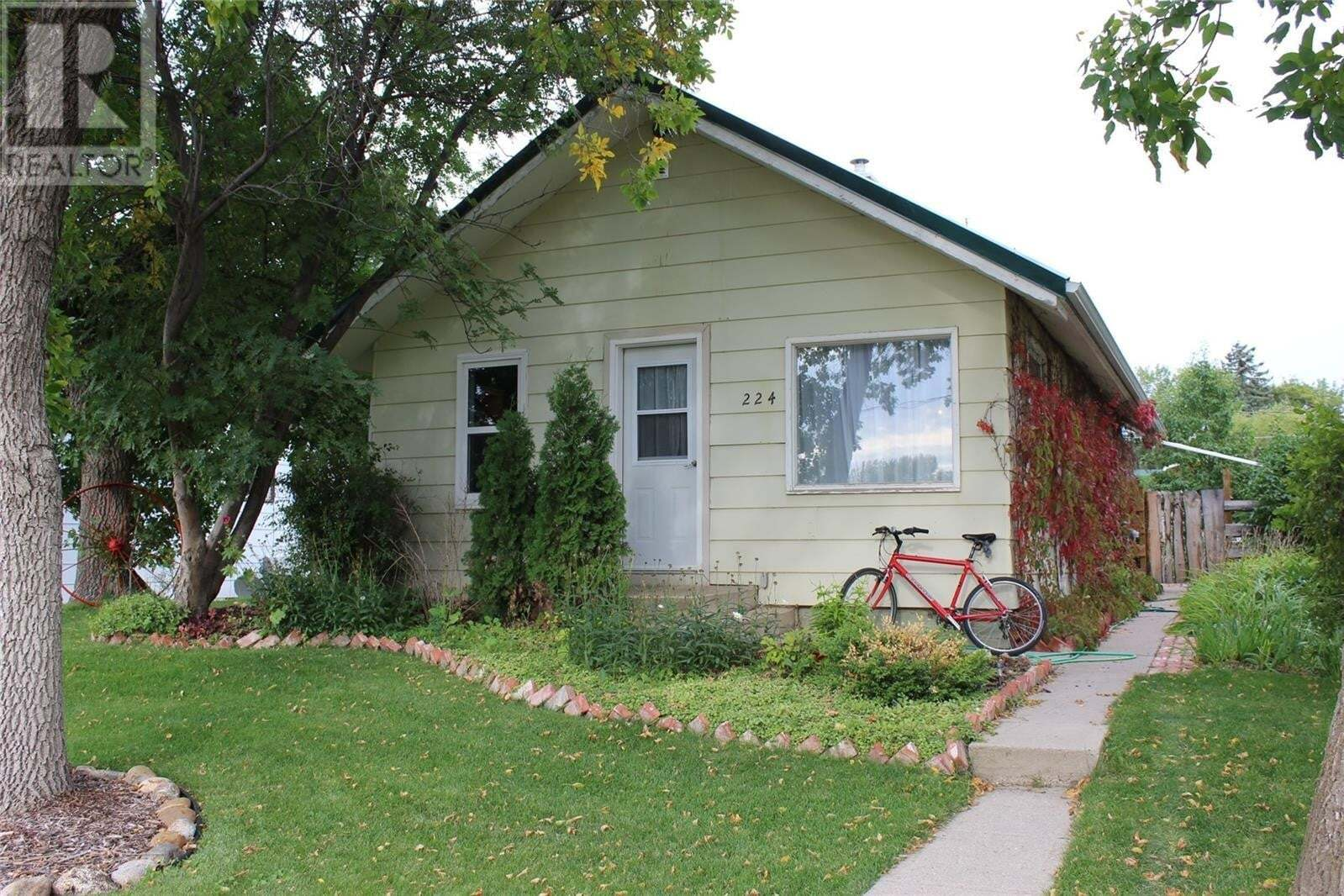 House for sale at 224 4th St E Shaunavon Saskatchewan - MLS: SK827033