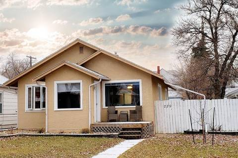 House for sale at 225 4th Ave NW Swift Current Saskatchewan - MLS: SK792778