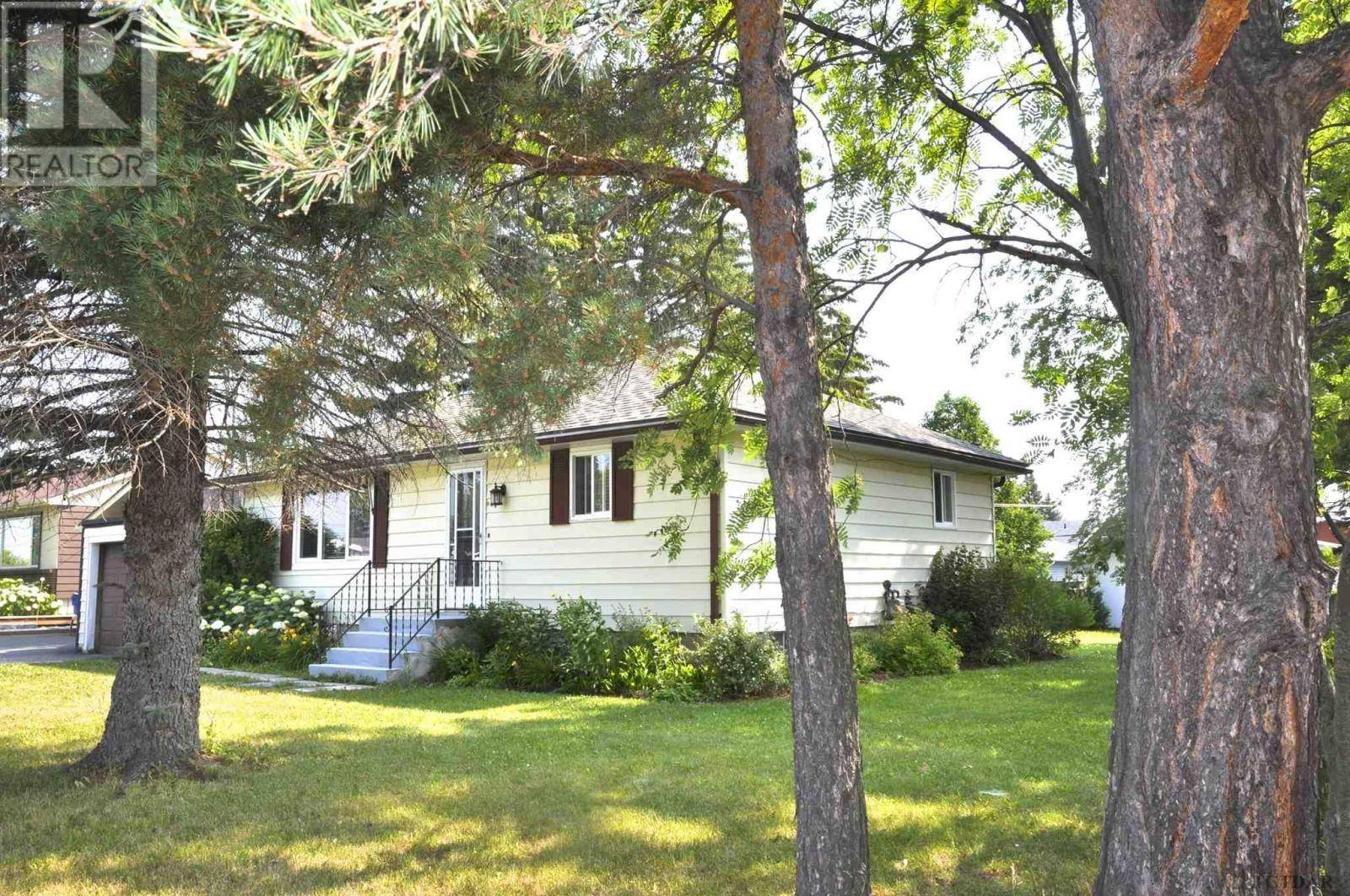 House for sale at 225 Robert St Temiskaming Shores Ontario - MLS: TM200058