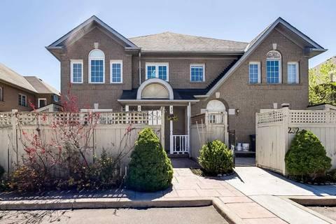 Townhouse for sale at 226 Pressed Brick Dr Brampton Ontario - MLS: W4459406