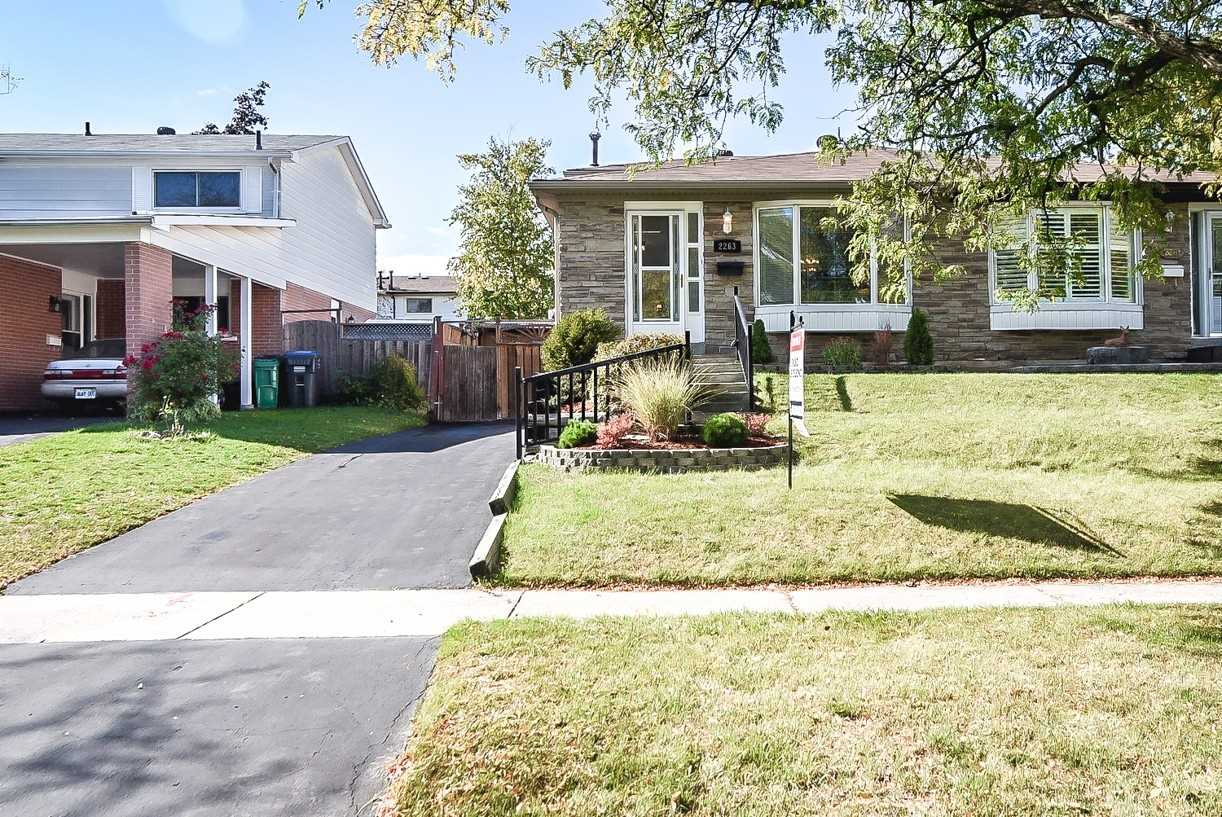 For Sale: 2263 Buttonbush Crescent, Mississauga, ON | 2 Bed, 2 Bath Townhouse for $769900.00. See 40 photos!