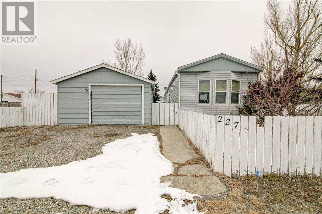 Home for sale at 227 10 St Fort Macleod Alberta - MLS: ld0189165