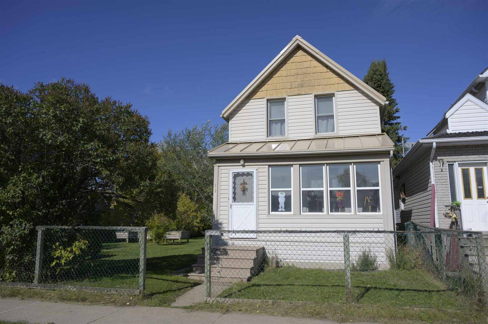 House for sale at 227 Amelia St East Thunder Bay Ontario - MLS: TB193370