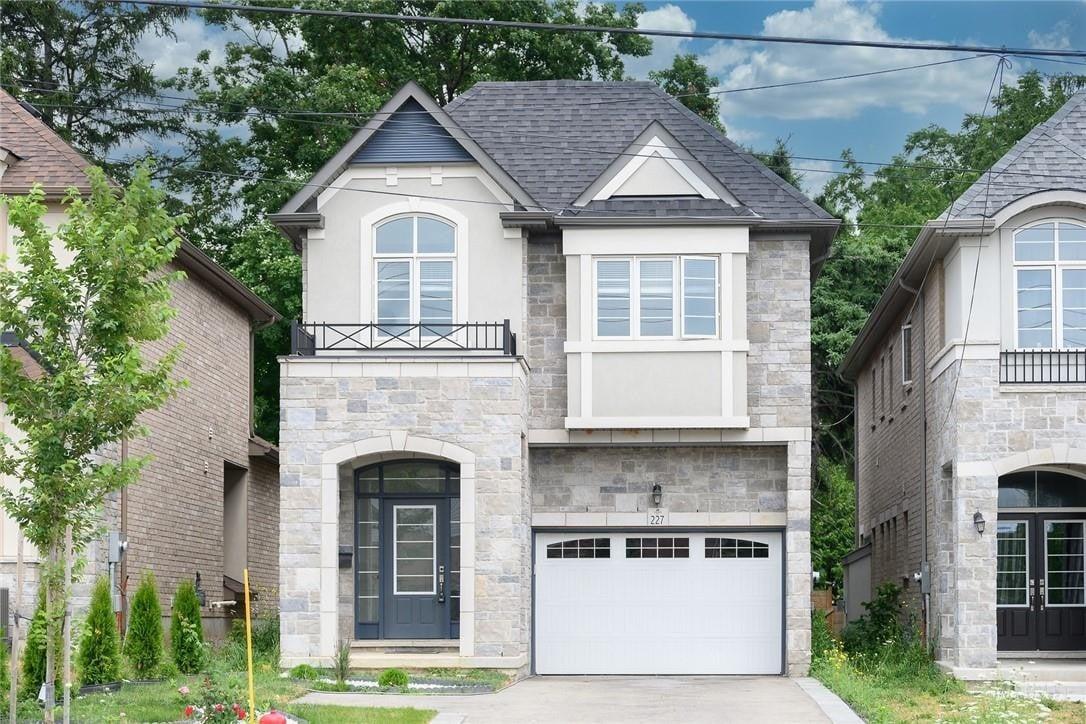 House for sale at 227 Stone Church Rd E Hamilton Ontario - MLS: H4083600