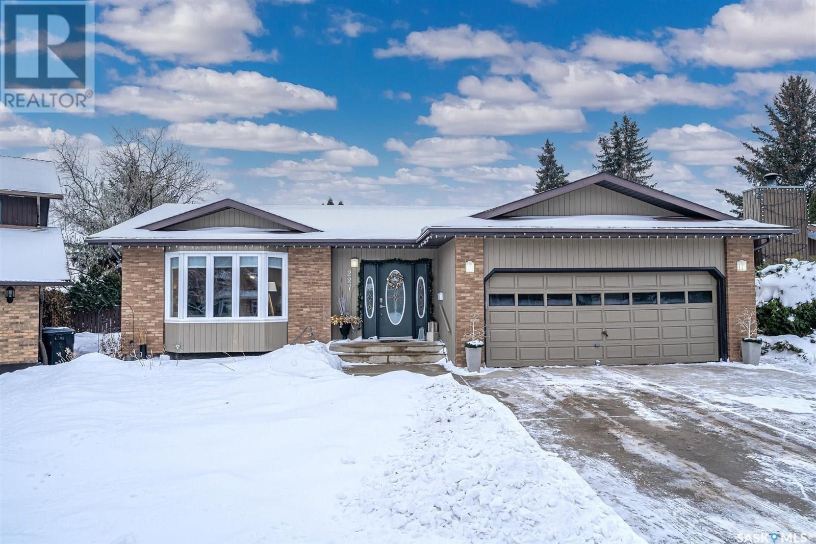 House for sale at 227 Verbeke Cres Saskatoon Saskatchewan - MLS: SK834080