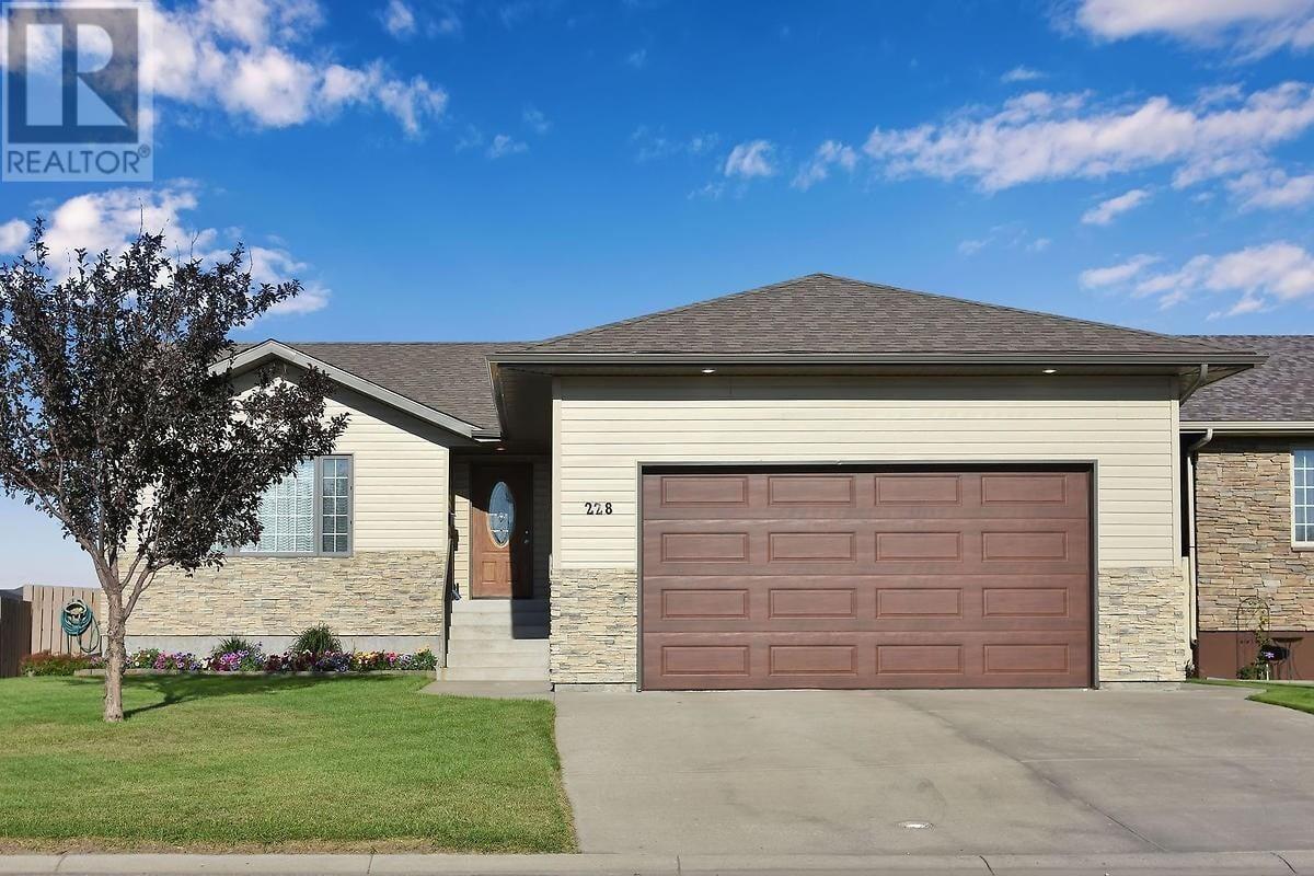 House for sale at 228 Calypso Dr Moose Jaw Saskatchewan - MLS: SK820865