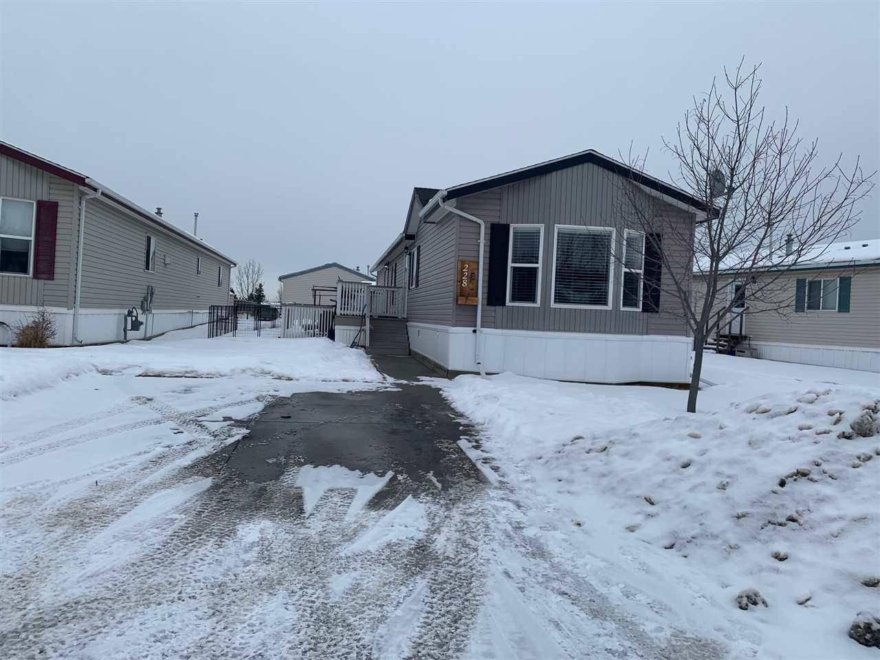 Residential property for sale at 228 Oakwood Dr Nw Edmonton Alberta - MLS: E4186653