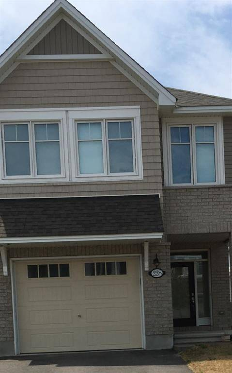 Townhouse for rent at 228 Wood Acres Gr Ottawa Ontario - MLS: 1167454