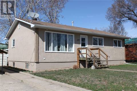 House for sale at 229 4th Ave Gravelbourg Saskatchewan - MLS: SK805678