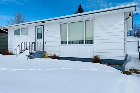 House for sale at 229 Broadway St Foam Lake Saskatchewan - MLS: SK800747