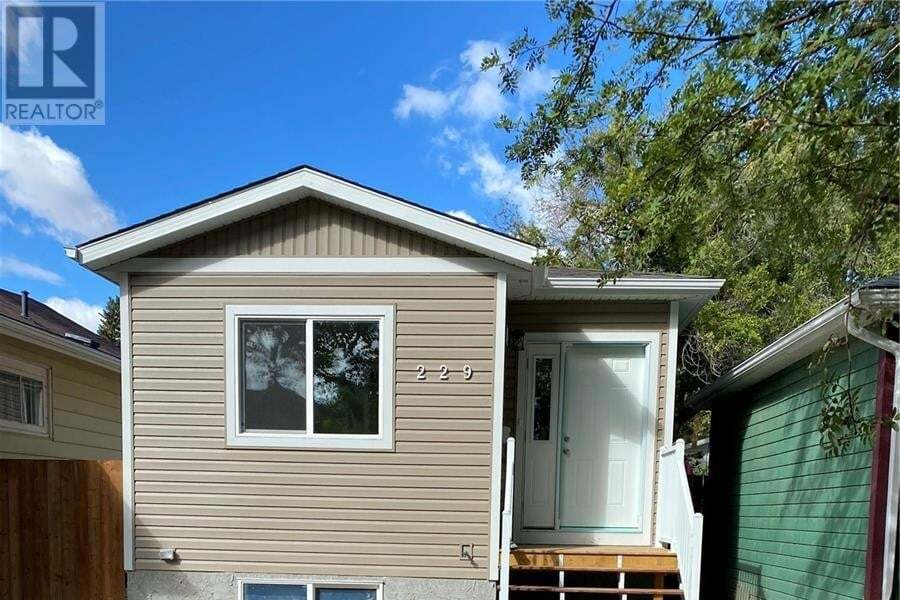 House for sale at 229 F Ave N Saskatoon Saskatchewan - MLS: SK815300