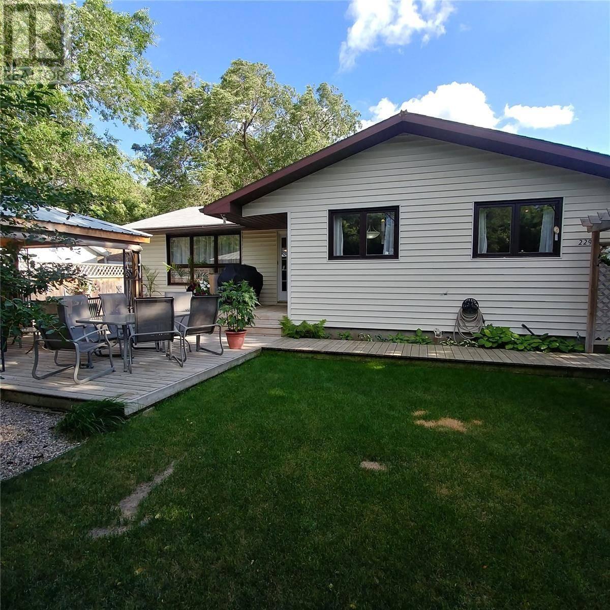House for sale at 229 Macmurchy Ave Regina Beach Saskatchewan - MLS: SK766278