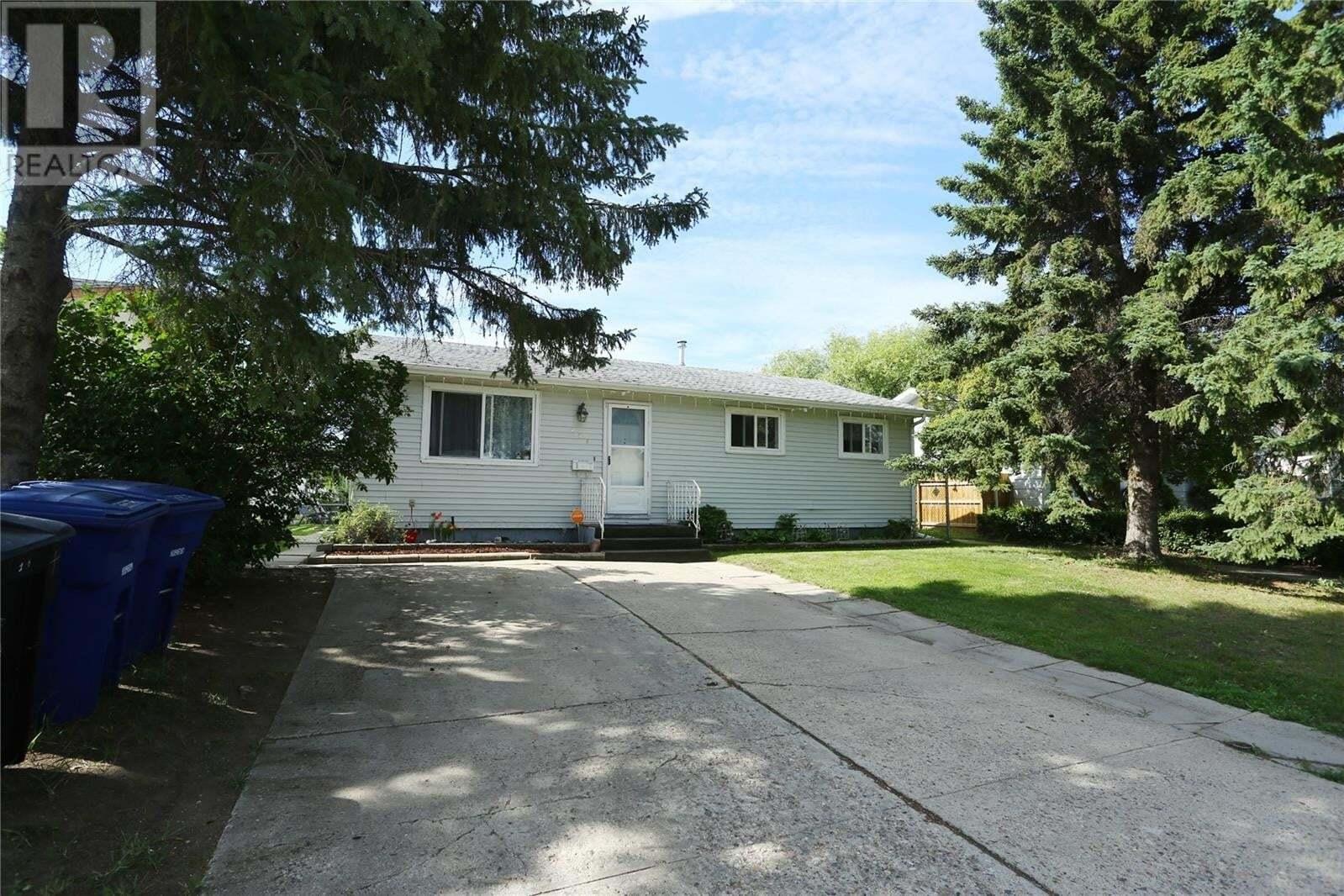 House for sale at 229 Mowat Cres Saskatoon Saskatchewan - MLS: SK810320