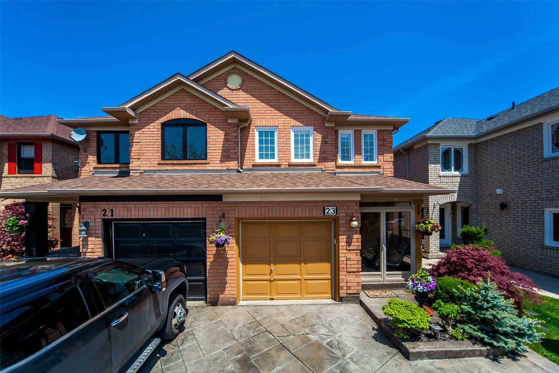 Townhouse for sale at 23 Field Sparrow Rd Brampton Ontario - MLS: W4489806