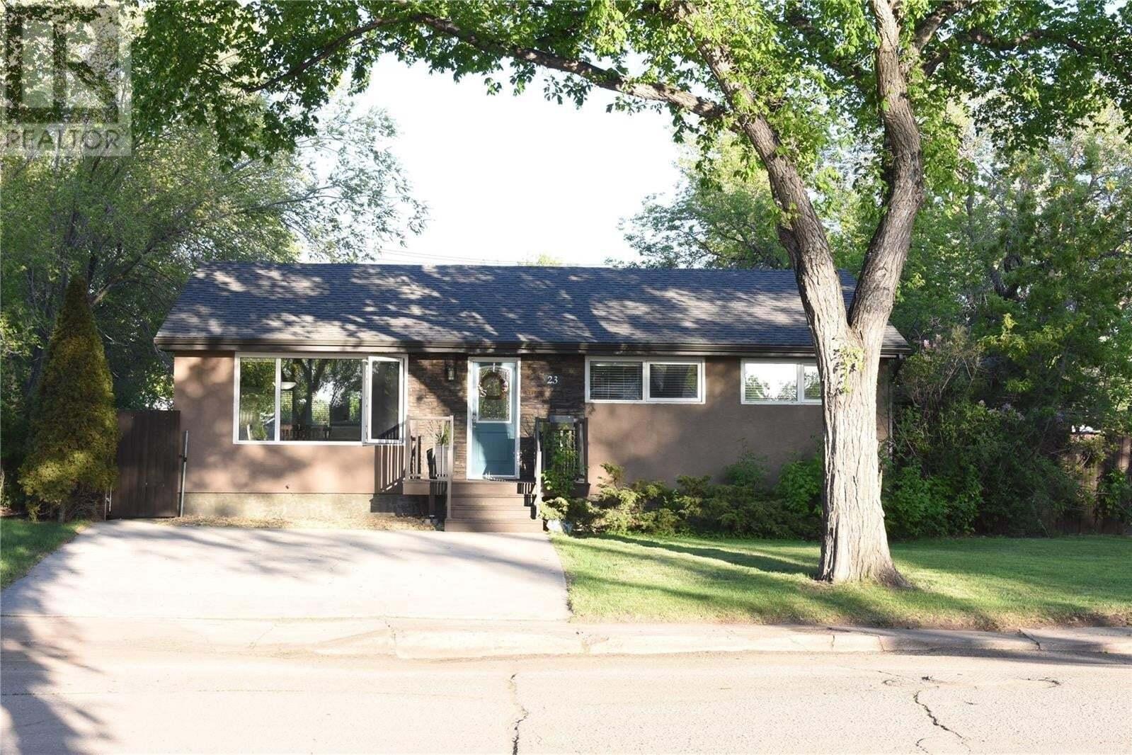 House for sale at 23 Mathieu Cres Regina Saskatchewan - MLS: SK810228